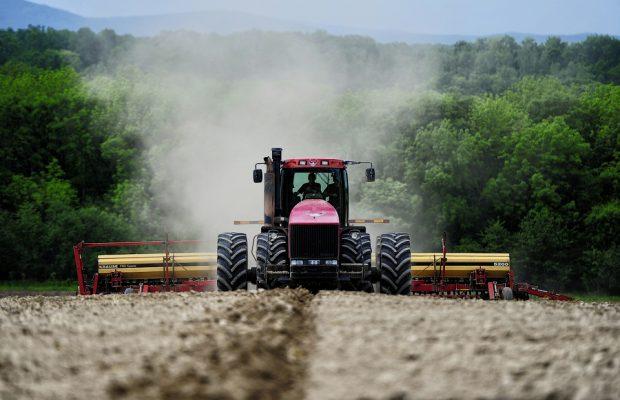 Аграрии Томской области приступили квесенним полевым работам